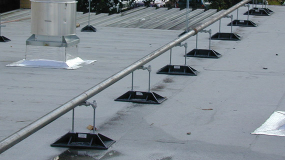 PP10 with roller roof support for gas pipes