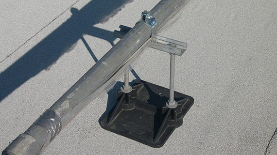SS8 C roof pipe support