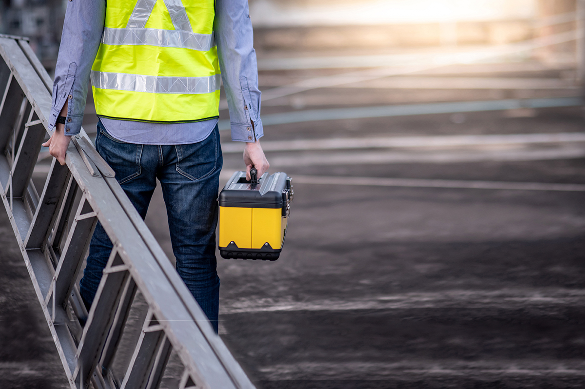 Commercial Roof Maintenance: Enhancing Performance Against the Elements
